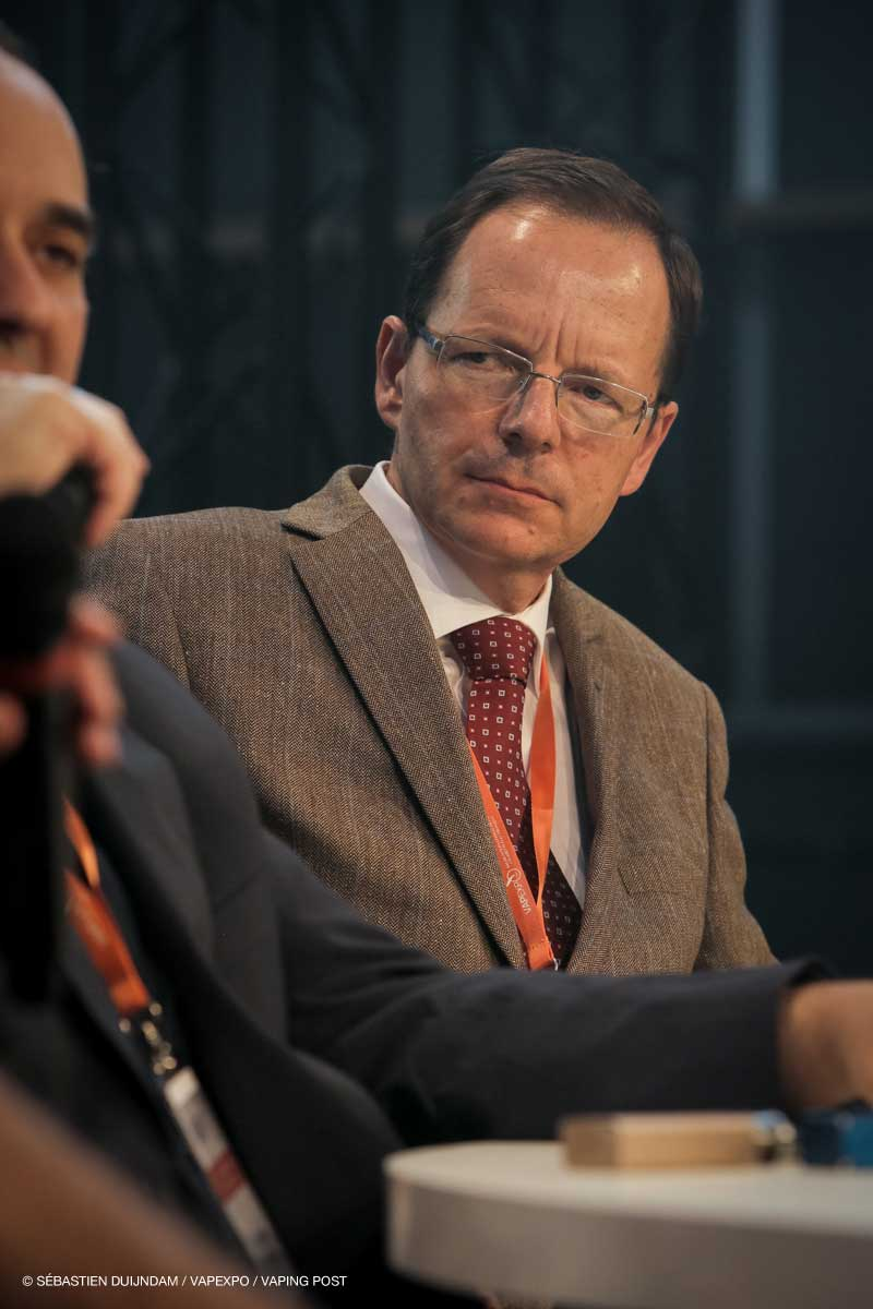 Jean-François Etter, Global Health Institute, Geneva, Switzerland.
